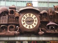 日本テレビ本社ビルの壁にあるジブリの大時計