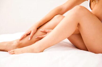 腕や脚のムダ毛に悩む女性